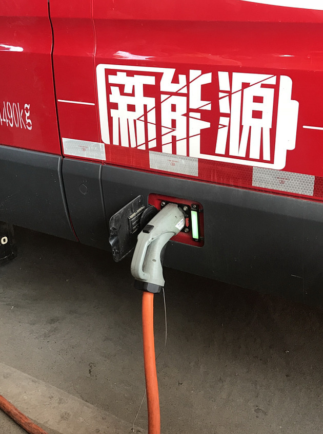 998603132c JD turns all delivery vans electric in Beijing - National Business Daily