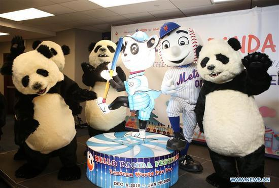 Costumed_pandas_pose_for_photos_with_a_panda_lantern_and_a_new_york_mets_mascot_during_the_launch_ceremony_of_the_hello_panda_festival_in_new_york__the_united_states__on_sept_9__2019_xinhua_qin_lang.thumb_head